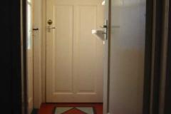 Hal naar het toilet en achterdeur
